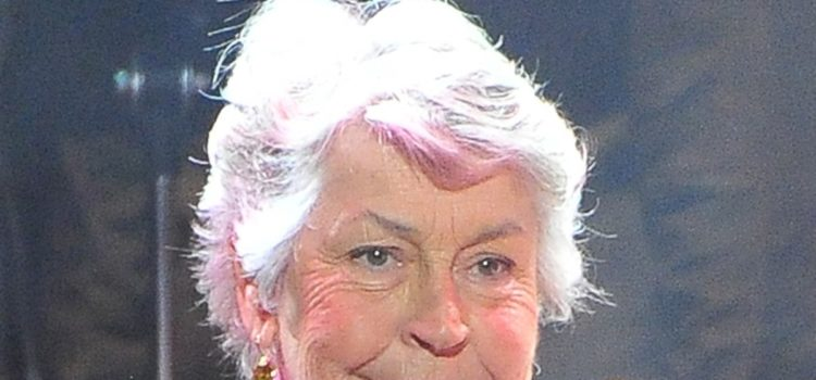 'i-am-woman'-singer-and-feminist-icon-helen-reddy-dead-at-78