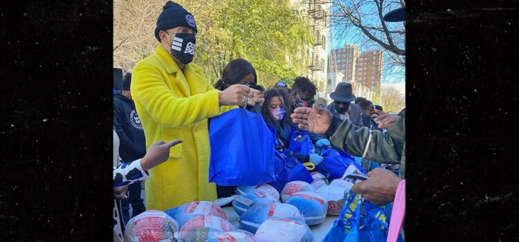 french-montana-helps-hand-out-500-thanksgiving-turkeys-in-the-bronx