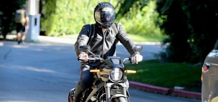 ben-affleck-races-motorcycle-to-j-lo's-la.-house
