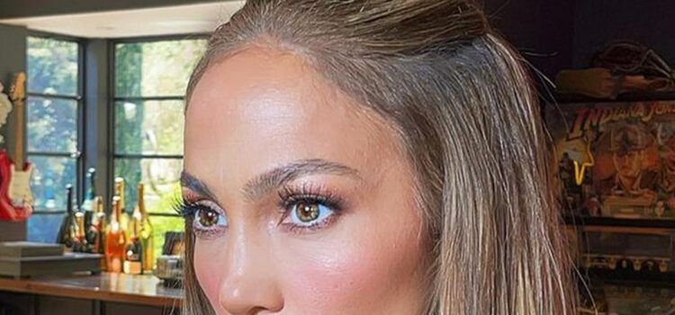 Jennifer Lopez Says She Doesn't Belong in Hollywood, Feels Like Outsider
